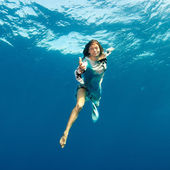 Girl giving hand to you underwater — Stock Photo