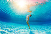 Underwater swimming and reflection in water — Stock Photo