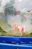Kind in zorb — Stockfoto
