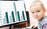 Chłopiec przy komputerze — Zdjęcie stockowe