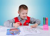 Dziecko uczy się pisać — Zdjęcie stockowe