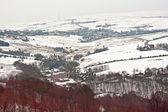 Zdalne gruntów rolnych na śniegu objętych yorkshire moors — Zdjęcie stockowe