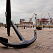 Large ships anchor outside Liverpool Maritime Museum, Liverpool, — Stock Photo