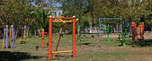 Outdoor exercise equipment in public park — Foto Stock