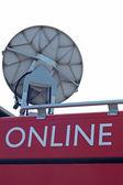 Utanför tv broadcast satellite van — Stockfoto