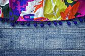 青い木製背景色とりどり梨花スカート — ストック写真