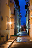 Dark back alley on a wet night — Stock Photo
