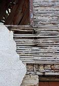 旧板和石膏上废弃的建筑里 — 图库照片