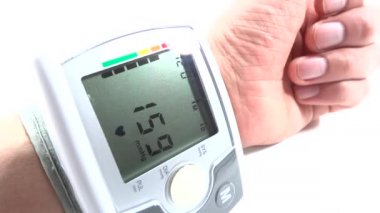 Hand with cardiac devices — Stock Video