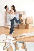 Movendo o casal feliz — Fotografia Stock