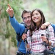 Happy couple hiking — Stockfoto