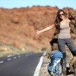 Travel woman hitchhiking — 图库照片