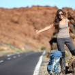 Travel woman hitchhiking — Stockfoto