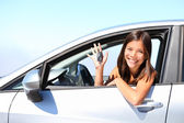 Donna conducente auto — Foto Stock
