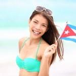 Kuba Strand Frau mit kubanischen Flagge — Stockfoto #22919876