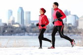 Runners running in winter city — ストック写真