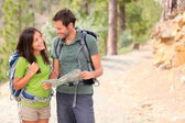 Happy couple hiking — Foto Stock