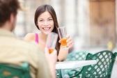 咖啡馆的生活方式的女人 — 图库照片