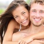 Beach couple - young happy couple portrait — Stock Photo