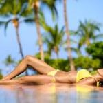 Beautiful vacation woman relaxing at a spa resort — Stock Photo