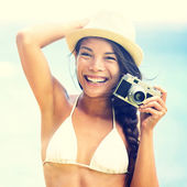 Beach woman with vintage retro camera — Stockfoto