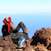 Resting relaxing hiker — Stock Photo