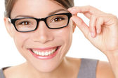 Femme de verres de lunetterie heureuse — Photo