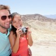 Touristen-paar-Spaß im Death valley — Stockfoto