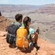 Wanderer im Grand Canyon Panorama genießen — Stockfoto