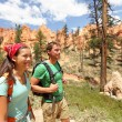 People hiking - couple hikers in Bryce Canyon - Foto Stock