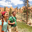 People hiking - couple hikers in Bryce Canyon - 图库照片