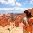 Hiker woman in Bryce Canyon hiking — Stock Photo