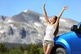 Summer car travel freedom woman in Yosemite Park — Stock Photo
