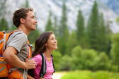 Couple - active hikers hiking in Yosemite — Foto Stock