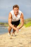 Flexiones - crossfit fitness hombre aplaudir flexiones — Foto de Stock