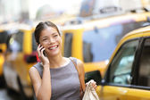 Business woman on smart phone in New York City — Stok fotoğraf