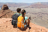 Hikers in Grand Canyon enjoying view — Stock Photo