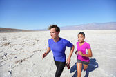 Trail running marathon athletes outdoors in desert — Stock Photo