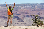 Grand canyon escursionista escursioni donna felice e allegra — Foto Stock