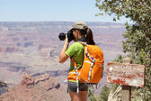 Hiking photographer taking pictures, Grand Canyon — Stock Photo