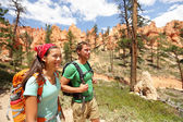Hiking - couple hikers in Bryce Canyon — Stock Photo