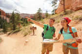 Hiking looking at hike map in Bryce Canyon — Foto de Stock