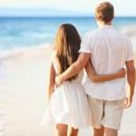 Vacation Couple Walking on Beach — Stock Photo