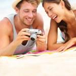Happy couple fun on beach looking at camera — Stock Photo