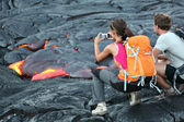 Hawaii lava tourists — Stock Photo