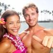Hawaii couple happy on Hawaiian beach — Stock Photo