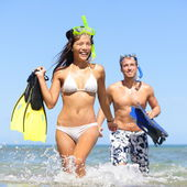Beach couple having fun on vacation travel snorkel — Stock Photo