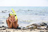Hawaii girl swimming snorkeling with sea turtles — Stock Photo