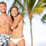 Romantic couple on happy beach travel — Stock Photo