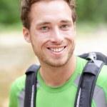 Hiker man porträtt av utomhus vandring sportig kille — Stockfoto